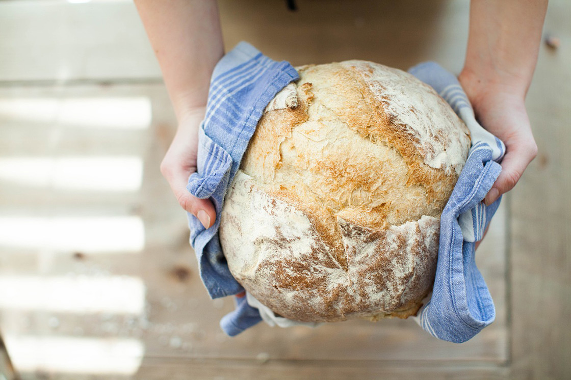 Hogaza de pan recién horneada